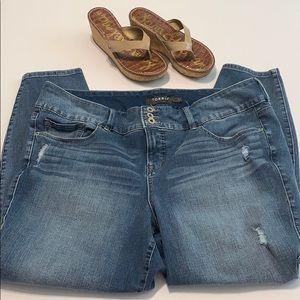 Torrid Distressed Jegging Skinny Jeans. Size 22